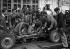 Apprentis mécaniciens. Paris, 1944.    © LAPI/Roger-Viollet