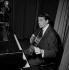 Jacques Brel (1929-1978), auteur-compositeur et chanteur belge. Paris, Bobino, janvier 1961. © Claude Poirier / Roger-Viollet