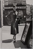 La Haute couture parisienne. Jacky (sosie d'Audrey Hepburn), mannequin vedette chez Givenchy à Montmartre. 1956. Photographie de Jean Marquis (né en 1926). Bibliothèque historique de la Ville de Paris. © Jean Marquis / BHVP / Roger-Viollet