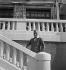 Charlie Chaplin (1889-1977), acteur et réalisateur anglais. Hôtel Miramar, Biarritz (Pyrénées-Atlantiques), 1932.  © Boris Lipnitzki/Roger-Viollet
