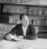 Pierre Seghers, ecrivain et éditeur français, en 1954. © Studio Lipnitzki/Roger-Viollet