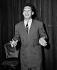 """Henri Salvador (1917-2008), auteur-compositeur et chanteur français, sur la scène de l'ABC pendant la revue """"Paris s'amuse"""" avec Mistinguette. Paris, 1949. © Jacques Rouchon/Roger-Viollet"""
