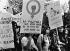 Défilé des femmes pour obtenir le droit à la contraception et à l'avortement. Paris, 1973. Photographie de Janine Niepce (1921-2007). © Janine Niepce / Roger-Viollet