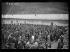 """Guerre d'Espagne (1936-1939). """"La Retirada"""". Arrivée clandestine de miliciens espagnols en territoire français au camp de Prats-de-Mollo-la-Preste (Pyrénées-orientales). Ce camp a été aménagé pour accueillir le flot grandissant de de réfugiés. Distribution de la soupe aux soldats de l'armée gouvernementale internés. Prats de Mollo, 1 février 1939. Photographie Excelsior. © Excelsior - L'Equipe / Roger-Viollet"""