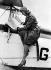 Amy Johnson (1903-1941), aviatrice britannique, avant le départ de la course Londres-Newcastle. Mai 1931. © Roger-Viollet