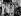 Photographie de la famille royale britannique et d'invités, à l'occasion du couronnement de la reine Elisabeth II. On aperçoit notamment : la princesse Margaret, Elisabeth II, le prince Philip, le prince Charles, la princesse Anne et Elisabeth Bowes-Lyon. Londres (Angleterre), palais de Buckingham, 2 juin 1953. © PA Archive/Roger-Viollet