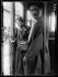 Guerre 1914-1918. Femme contrôleuse de tramways, début septembre 1914.  © Caudrilliers/Excelsior – L'Equipe/Roger-Viollet