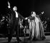 """Freddie Mercury (1946-1991), chanteur britannique, et Monserrat Caballe (1933-2018), cantatrice espagnole, interprétant leur chanson """"Barcelona"""" pour fêter l'arrivée du drapeau olympique en provenance de Séoul. Barcelone (Espagne), parc Montjuïc, 9 octobre 1988. © Tim Ockenden / PA Archive / Roger-Viollet"""