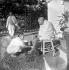 Kasturba Gandhi lavant les pieds de son mari Le Mahatmah (1869-1948). Bardoli (Gujarat, Inde), 1939. © TopFoto/Roger-Viollet