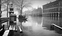 Seine flood. Paris, quai de la Rapée, January 1910.  © Neurdein/Roger-Viollet