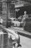 Magasin de voitures Bentley sur Bond Street. Londres (Angleterre), 1959. © Jean Mounicq/Roger-Viollet