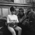"""""""Le Démon de Minuit"""", film de Marc Allégret. Pascale Petit et le producteur Charles Gérard. France, 9 mai 1961.  © Alain Adler / Roger-Viollet"""