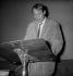 Karlheinz Stockhausen (1928-2007), compositeur et chef d'orchestre allemand. Paris, salle Pleyel, mai 1965.     © Studio Lipnitzki/Roger-Viollet