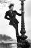Laura Ashley (1925-1985), couturière britannique. Mannequin portant une tenue de type médiéval, dessinée pour la collection automne-hiver. 20 avril 1988. © PA Archive/Roger-Viollet