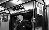 Vieil homme dans un wagon de métro. Londres (Angleterre).  © Harold Chapman/TopFoto/Roger-Viollet