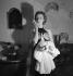 """""""Jeu dangereux"""", pièce de Henri Decoin. Danielle Darrieux. Paris, théâtre de la Madeleine, janvier 1937. © Boris Lipnitzki/Roger-Viollet"""