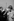 A droite : Graham Hill (1939-1975), pilote de course automobile britannique. Circuit de Montlhéry (Essonne), 1965. © Noa / Roger-Viollet