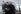 Le commandant Ronald Warwick et Pamela Conover, présidente et officier d'exploitation de la Cunard, posant devant le paquebot Queen Mary 2. Southampton (Angleterre), 2003.  © Fiona Hanson / TopFoto / Roger-Viollet