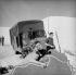 Darry Cowl (1925-2006) et Sophie Daumier (1934-2004), acteurs français. L'Alpe-d'Huez (Isère). © Roger-Viollet