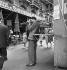 Stand de tir. Paris, vers 1960. © Jack Nisberg / Roger-Viollet