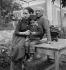 Pablo Picasso (1881-1973), peintre et sculpeur espagnol, sa compagne, Françoise Gilot (1921-1995), et leur fils Claude (né en 1947), vers 1952. © Studio Lipnitzki / Roger-Viollet