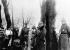 Guerre 1914-1918. L'empereur allemand Guillaume II (1859-1941) inspecte des pièces d'artillerie anglaise capturées lors des combats de Cambrai. A droite, le général von der Marwitz. Décembre 1917. © Ullstein Bild/Roger-Viollet