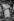 """Line Renaud (née en 1928), chanteuse et meneuse de revue française, lors de son spectacle """"Parisline"""" au Casino de Paris. Paris (IXème arr.), 1976-1979. © Jacques Cuinières / Roger-Viollet"""