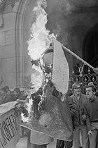 """Events of May-June 1968. Demonstration of the members of """"Occident"""" (French far-right militant political group). The strikers banners are being burnt, in front of the Opéra Garnier. Paris (IXth arrondissement), on May 20, 1968. Photograph by Claude Champinot, from the collections of the French newspaper """"France-Soir"""". Bibliothèque historique de la Ville de Paris. © Claude Champinot / Fonds France-Soir / BHVP / Roger-Viollet"""
