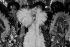 """Line Renaud (née en 1928), chanteuse et meneuse de revue française, interviewée par le journaliste français Yves Mourousi, lors de son spectacle """"Parisline"""" au Casino de Paris. Paris (IXème arr.), 1976-1979. © Jacques Cuinières / Roger-Viollet"""