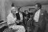 Interview de Line Renaud (née en 1928), artiste de music-hall française, et Charles Aznavour (1924-2018), chanteurs français. Paris, 1981. © Jacques Cuinières / Roger-Viollet