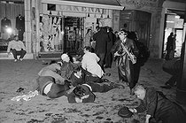 """Events of May-June 1968. Violent altercations during the night of the barricades, between demonstrators and the police force, boulevard Saint-Michel. Paris (Vth arrondissement), on May 10, 1968. Photograph by Bernard Charlet, from the collections of the French newspaper """"France-Soir"""". Bibliothèque historique de la Ville de Paris. © Bernard Charlet / Fonds France-Soir / BHVP / Roger-Viollet"""
