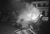"""Events of May-June 1968. The barricades built by the demonstrators are burning during the second night of the barricades. Paris, on May 24, 1968. Photograph by Claude Champinot, from the collections of the French newspaper """"France-Soir"""". Bibliothèque historique de la Ville de Paris. © Claude Champinot / Fonds France-Soir / BHVP / Roger-Viollet"""