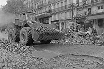 """Events of May-June 1968. Barricades and pavements cleared by bulldozers, boulevard Saint-Michel. Paris (Vth arrondissement), on May 25, 1968. Photograph by Bernard Charlet and Daniel Lapied, from the collections of the French newspaper """"France-Soir"""". Bibliothèque historique de la Ville de Paris. © Charlet,Lapied / Fonds France-Soir / BHVP / Roger-Viollet"""