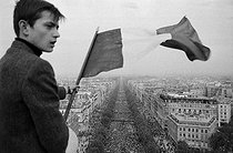 """Events of May-June 1968. French flag during a Gaullist rally on the Champs-Elysées. Paris (VIIIth arrondissement), on May 30, 1968. Photograph by Jacques Boissay, from the collections of the French newspaper """"France-Soir"""". Bibliothèque historique de la Ville de Paris. © Jacques Boissay / Fonds France-Soir / BHVP / Roger-Viollet"""