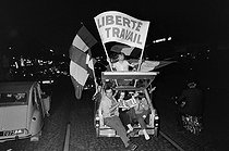 """Events of May-June 1968. Rally supporting President Charles de Gaulle, on the Champs-Elysées. Paris (VIIIth arrondissement), on May 30, 1968. Photograph by Jacques Boissay, from the collections of the French newspaper """"France-Soir"""". Bibliothèque historique de la Ville de Paris. © Jacques Boissay / Fonds France-Soir / BHVP / Roger-Viollet"""