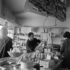 Eric Tabarly (1931-1998), navigateur français dans une épicerie. La Trinité-sur-Mer (Morbihan), avril 1968. © Jacques Cuinières / Roger-Viollet