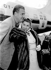 Esther Williams (1921-2013), actrice et nageuse américaine, et son mari Ben Gage (1914-1978), animateur de radio américain, à leur arrivée à l'aéroport de Londres (Grande-Bretagne), 19 mai 1955. © TopFoto / Roger-Viollet