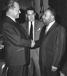 Willy Brandt (1913-1992), homme d'Etat allemand, saluant Martin Luther King (1929-1968), pasteur américain et leader des droits civiques. Berlin (Allemagne), 1964. © Ullstein Bild / Roger-Viollet