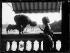 """Mary Pickford (1892-1979) et Douglas Fairbanks (1883-1939), acteurs américains, en voyage à Paris. Vendredi 16 juillet 1920. Photographie du journal """"Excelsior"""". © Excelsior – L'Equipe / Roger-Viollet"""